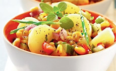 Простой салат с болгарским перцем и картофелем