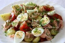 Сытный салат из семги с яйцом
