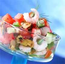 """На фото салат из морепродуктов """"Морской коктейль"""""""