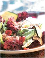 Салат с овощами и тунцом