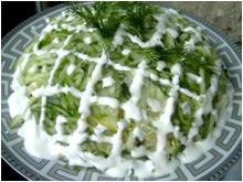 Летний салат с огурцами и сыром