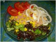 Салат из рыбных консервов на обед
