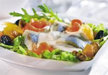 Праздничный салат с филе лосося