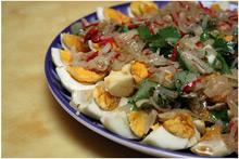 Салат тайский с яйцами