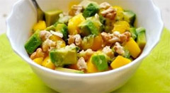 Приготовленны с авокадо и манго салат