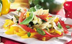 Легкий овощной салат с красным перцем