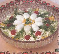 Красивый многокомпонентный салат