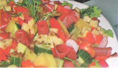 Простой салатик с ветчиной и огурцами