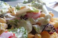 Оригинальный салат с картофелем фри