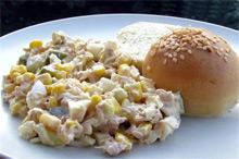 Фото готового салата с тунцом и яйцом