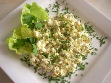 Аппетитный и сытный салатик с яйцами и сыром