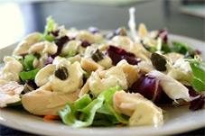 Изысканный салат с форелью