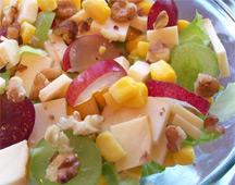 Рецепт салата с копченым сыром и виноградом
