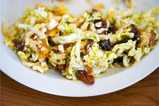 Легкий витаминный салат из сухофруктов