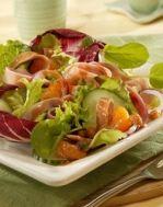 Вкусный салат с перцем и ветчиной на фото