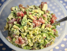 Салат с зеленой фасолью и овощами