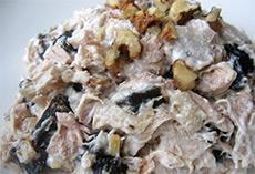 Нежный вкус салата с черносливом и грибами