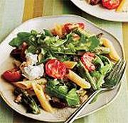 Итальянский салат со спаржей и черри