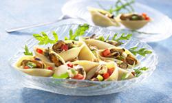 Салат с консервированными мидиями и помидорами рецепт