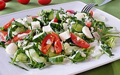 Салат с рукколой и сыром моцарелла