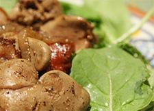 Теплый салат из куриной печени фото