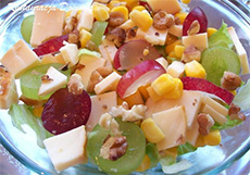 Рецепт салата с виноградом и сыром фото