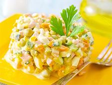 Рецепт салата с овощами и кусочками ветчины