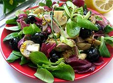 Салат с телячьим языком, шампиньонов и маслин под горчичным соусом