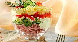 Фото салат-коктейль с ветчиной