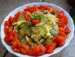 Рецепт салата с солеными огурцами фото