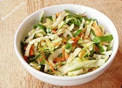 Салат с цикорием, капустой и шпинатом