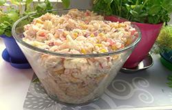 Быстрый салат из консервы горбуши