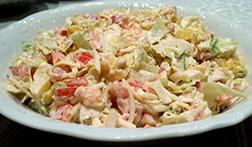 Вкусный салат из горбуши копченой