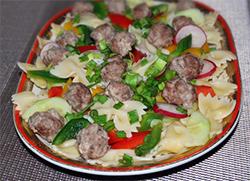 Праздничный салат с фрикадельками