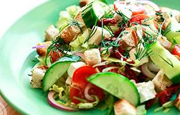 Быстрый закусочный салат к мясу на гриле