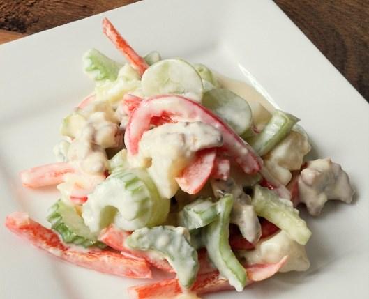 Фруктово-овощной салат с орехами
