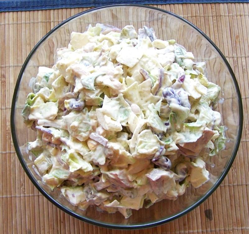 Фото салата с рубленой колбасой