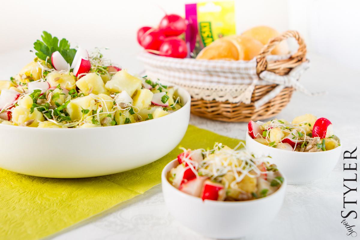 Салат с картофелем, редисом и капустой