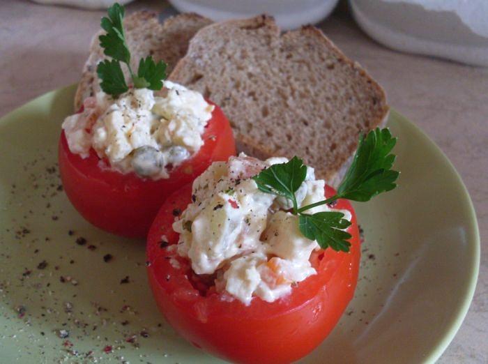 Салат в помидорах - красивая закуска