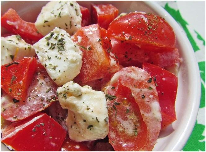 Салат с черри и брынзой фото