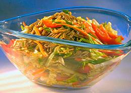 Азиатский салат с лапшой фото