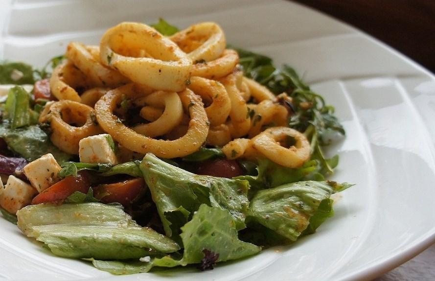 Фото салата с кальмарами