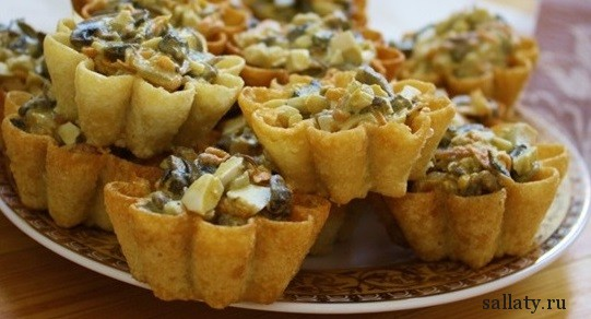 Корзиночки с салатом с грибами