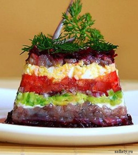 Салат из свеклы и авокадо