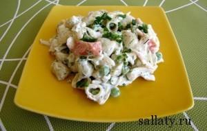 Морской салат с крабовыми палочками и кальмарами