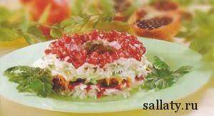 Салат с копченой курицей и орехами
