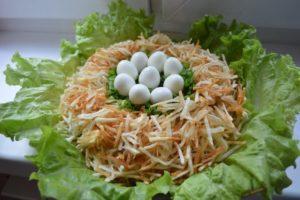 Салат Гнездо глухаря с курицей