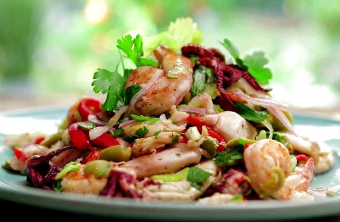 Полезный салат с морепродуктами