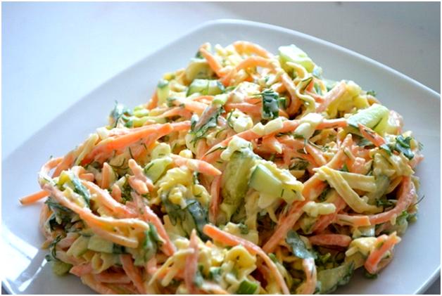 Салат мясной с солеными огурцами и морковью